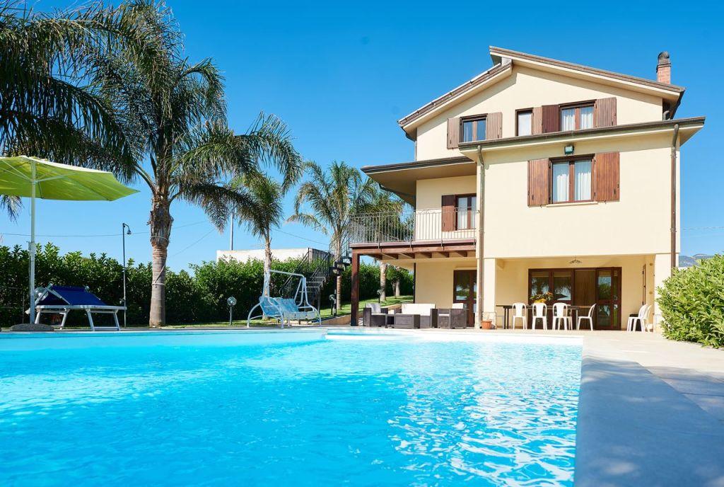 Ville alcamo villa con piscina e solarium relax - Residence con piscina in sicilia ...